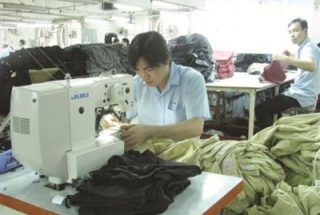 Textile enterprises shift to ... fashion uniforms